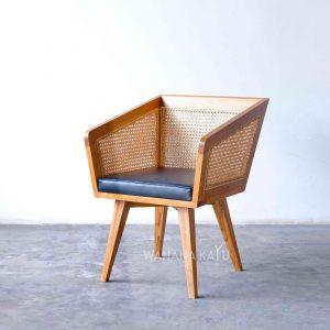 Kamata Chair